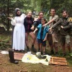 Běhací etapová hra Uklízečka z tábora Ať žijí duchové. Jak jeden zatoulaný gumák (nepromokavá obuj) zničil skupince šanci na vítězství.