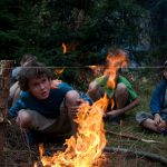 Klasická hra následující po výuce rozdělávání ohňů.